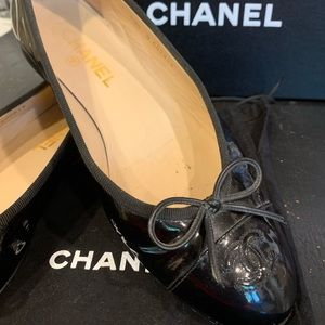 CHANEL Leather Patent CC Cap Toe Ballet Flats 39